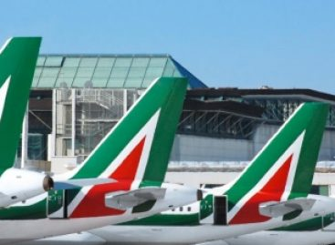 Tria frena su Alitalia: «Quota del Mef da decidere»
