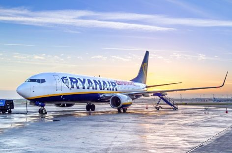 Ryanair, cercasi 100 tra hostess e steward