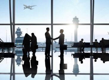 Business travel, American Express compra Hrg