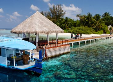 Maldive, apre il Sandies Bathala Resort tra water villas e scooter subacquei